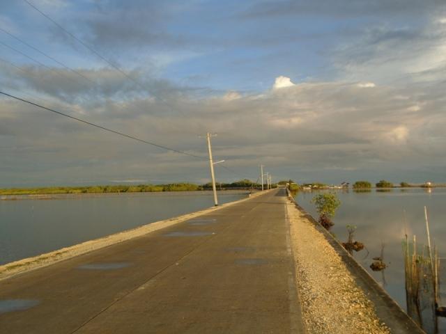 Calape:  land bridge to Pangangan Island